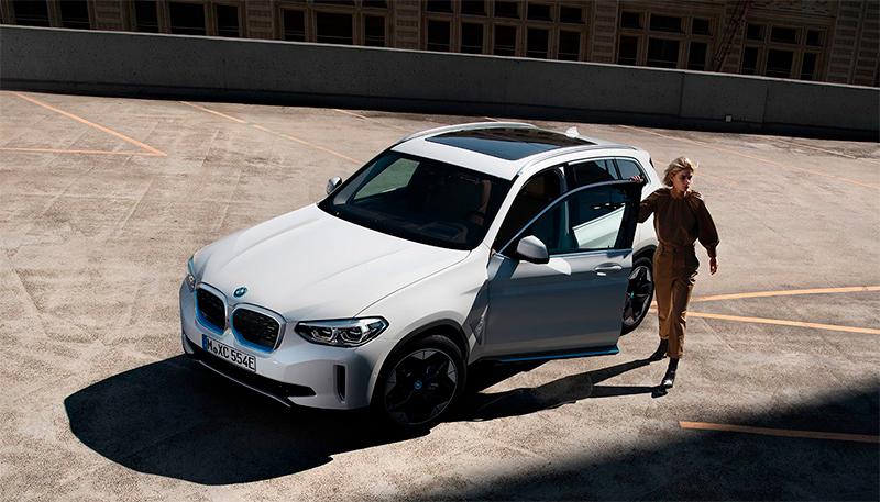 Täysin uusi BMW iX3 – kaikki mitä odotat BMW:ltä, mutta täysin sähköisenä.