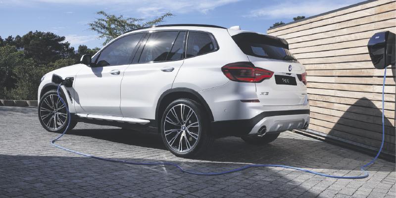 Uudistuneeseen BMW X3 -malliin nyt saatavilla metalliväri veloituksetta sekä talvirengassarja asiakashintaan 490€.
