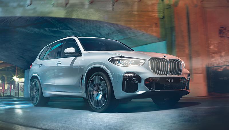 BMW X5 ladattava hybridi vakuuttaa itsevarmuudellaan ja jopa 88 km:n sähköisellä toimintamatkalla.