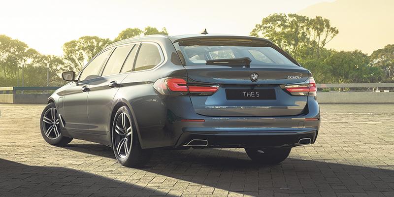Innovatiivinen ja tehokas BMW 5-sarjan plug-in hybridi-Touring.