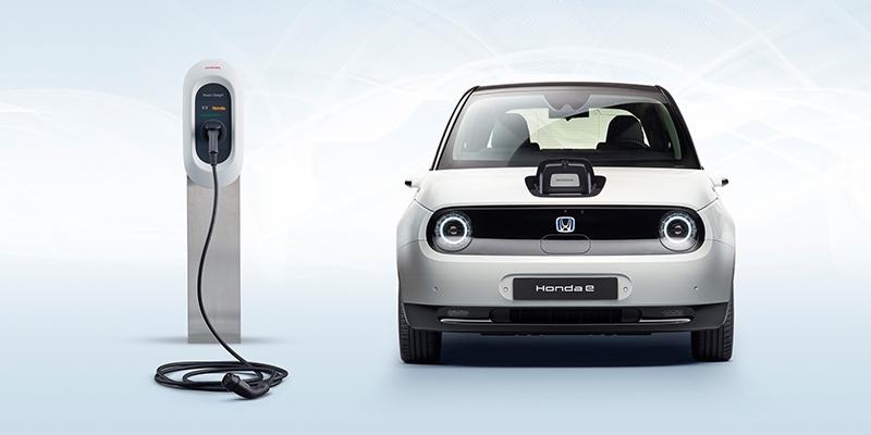 Honda e - Honda e yhdistää päästöttömän ajon innostavaan urheilulliseen suorituskykyyn. Tämä ketterä, hyvin ohjaukseen reagoiva ja pienen kääntösäteen omaava sähköauto tekee kaupunkiajosta hauskaa.