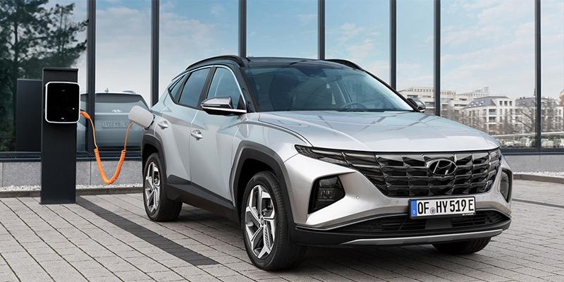 Tucson on Euroopan myydyin Hyundai-malli. Uusi Tucson kiinnostaa nyt vielä laajempaa asiakaskuntaa, kun jo entisestään laaja mallisto täydentyy urheilullisuutta henkivällä, N-mallien inspiroimalla N Line -varustetasolla sekä kokonaan uudella mallilla, ladattavalla hybridillä.