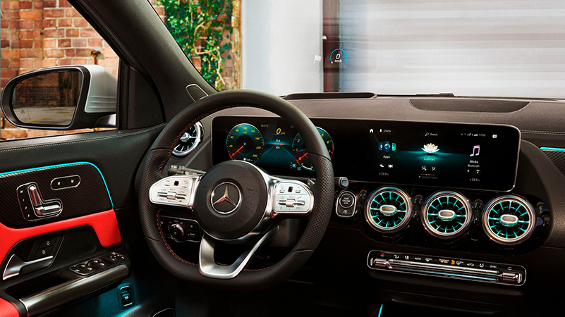 Uuden Mercedes-Benz GLA:n sisätiloissa yhdistyvät tilavuus, huipputeknologia ja urheilullisuus.