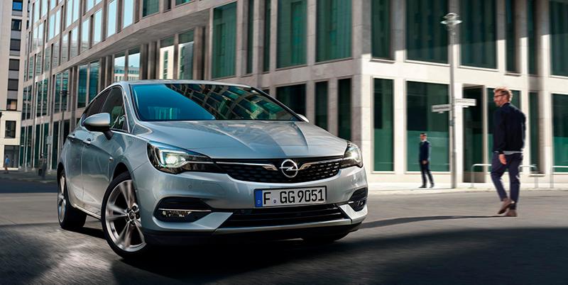 Täysin uusi Astra on tyylikäs, dynaaminen ja innovatiivinen.