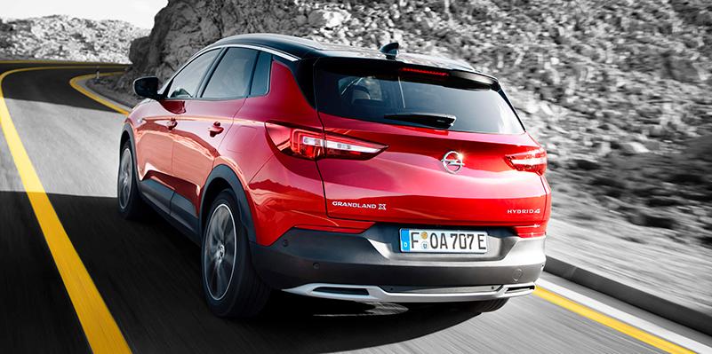 Grandland X PHEV:ssä on neljä erilaista ajotilaa – sähköinen, hybridi, neliveto ja Sport.