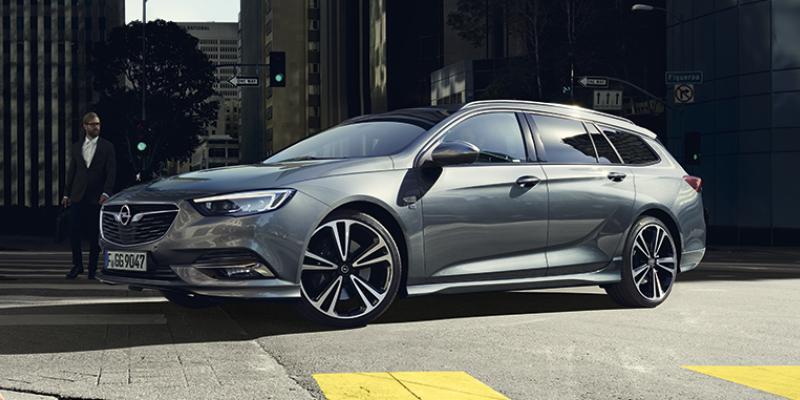 Opel Insignia - Dynaamista muotoilua, erinomainen liitettävyys ja älykkäät kuljettajaa avustavat järjestelmät - Insignia suorastaan puhkuu intoa päästä tien päälle.