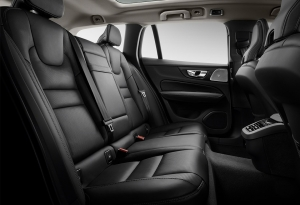 Viisi mukavaa istuinta tuovat mukavuutta kaikille. Takaistuimessa on 60/40 -jakotoiminto. Sähköisesti taittuva takaistuimen selkänoja on valinnainen varuste.