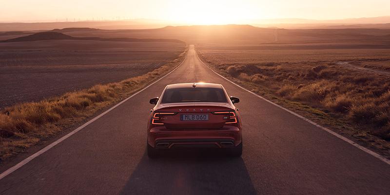 Oikeanlaisella ulkoasulla teet autosta itsesi näköisen. Inscription tuo elämääsi ylellisyyttä, kun taas R-Design nostaa esiin urheilullisen puolesi.