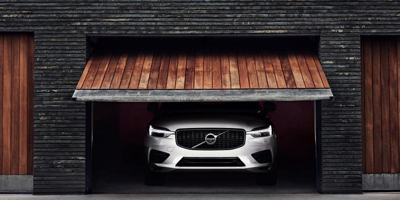 Recharge on Volvon uusi täyssähköautojen ja lataushybridien mallisto. XC60 Recharge tuottaa enemmän tehoa mutta vähemmän ympäristövaikutuksia.